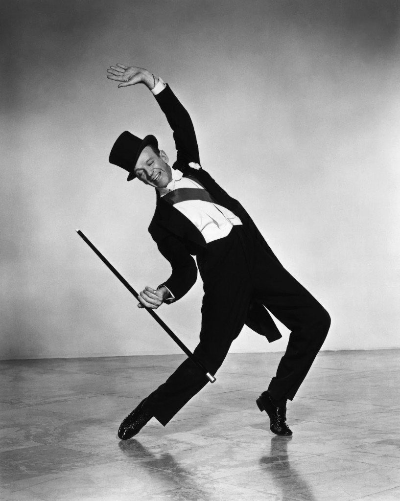 Fred Astaire wygina się we fraku