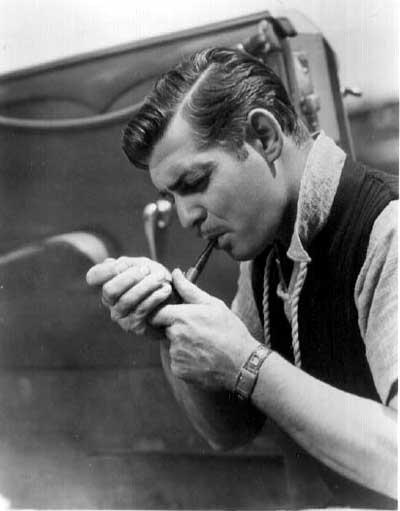 Clark Gable palący fajkę
