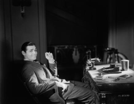 Clark Gable przy biurku