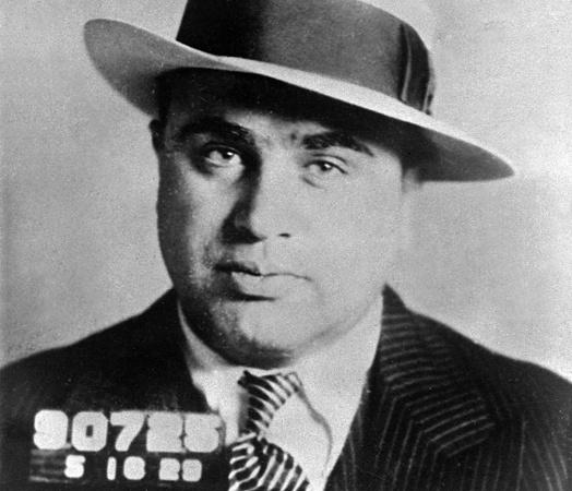 Al Capone w garniturze w prążek