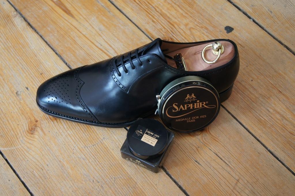 elegancki but na prawidle i środki do pielęgnacji safir