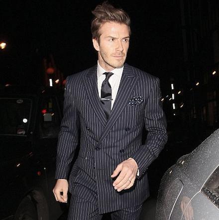 David Beckham w garniturze w prążek