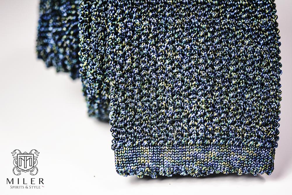 krawat dziergany - zbliżenie