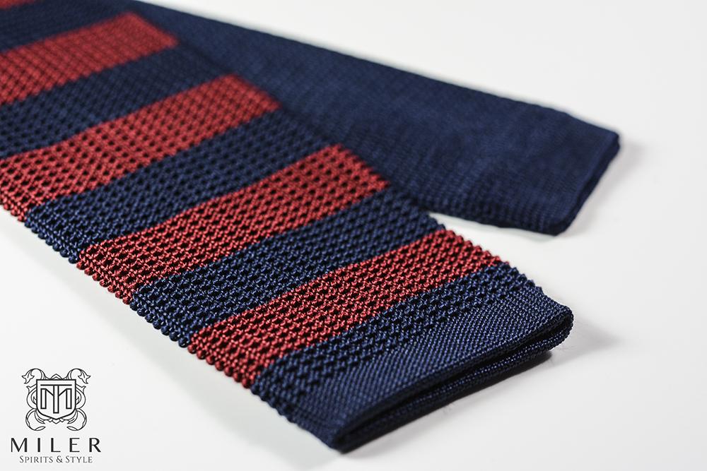 krawat dziergany w paski