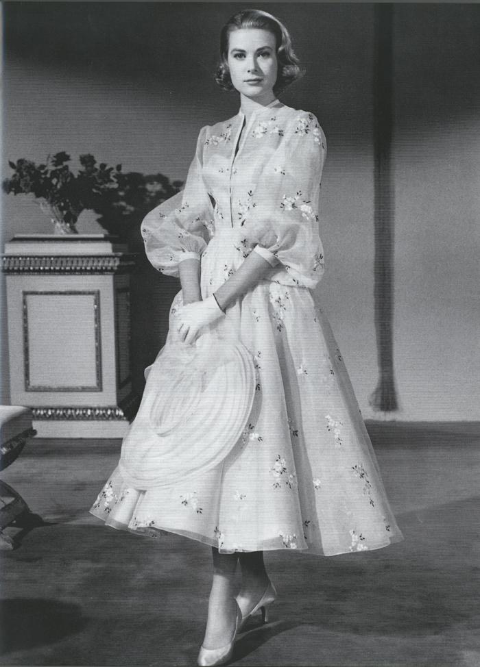 Grace Kelly w jasnej sukience