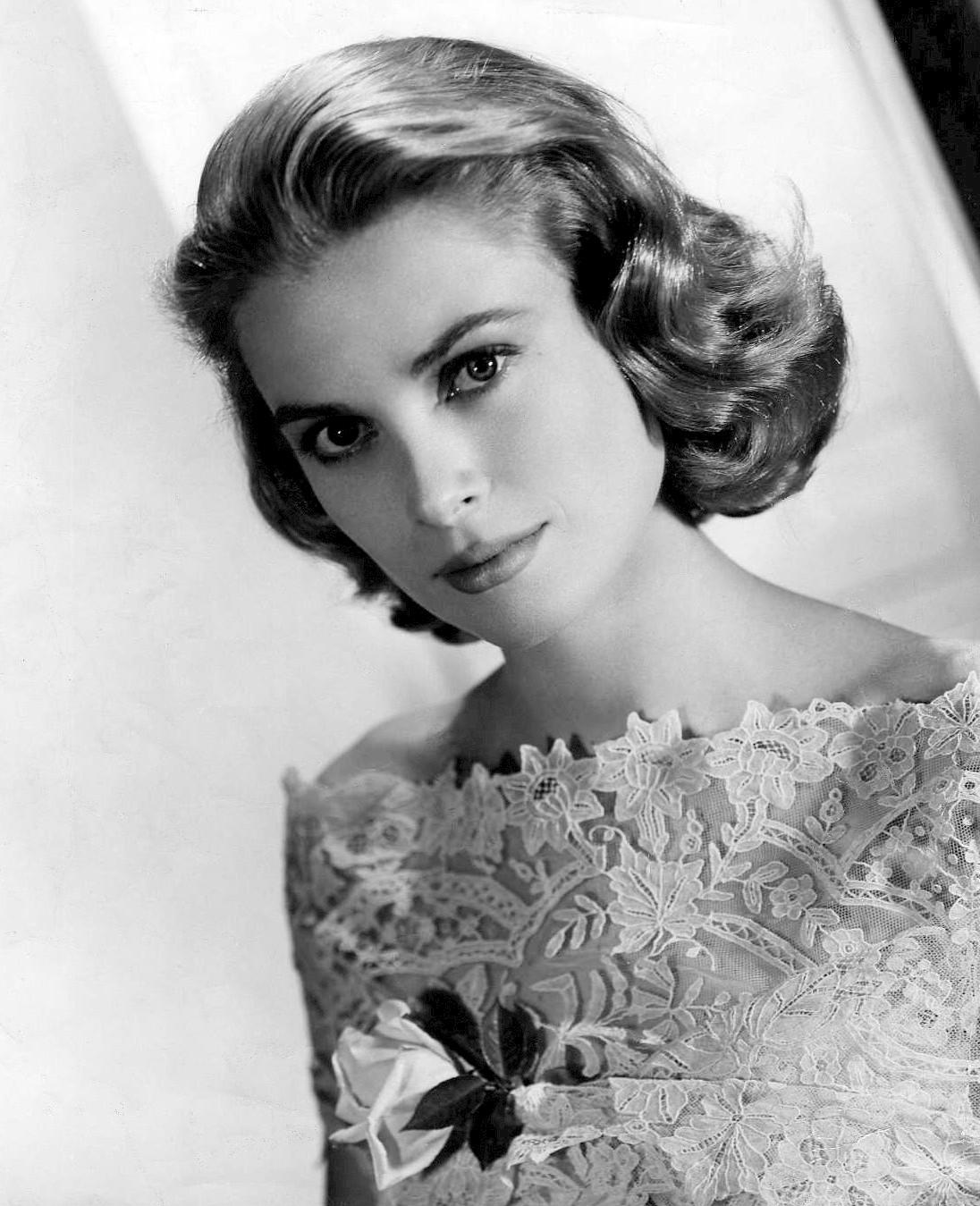 Grace Kelly w koronkowej sukni