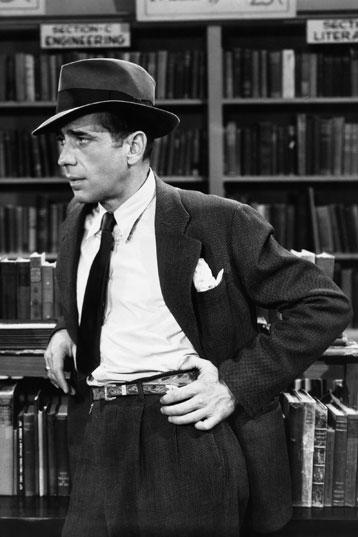 Humphrey Bogart w spodniach z wysokim stanem