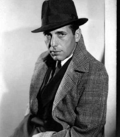 Humphrey Bogart w płaszczu w kratę