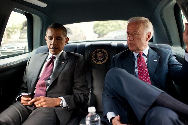Obama i Biden w samochodzie