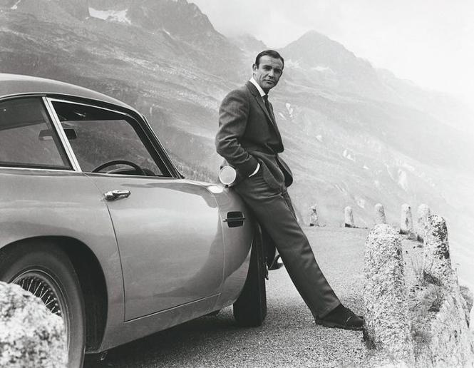 James Bond oparty o Astona