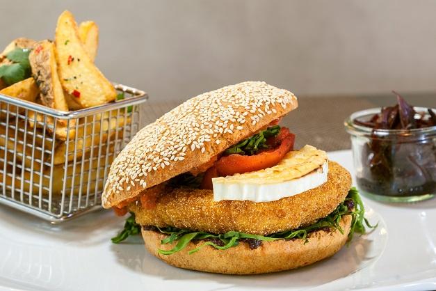 burger z serem pleśniowym, pycha