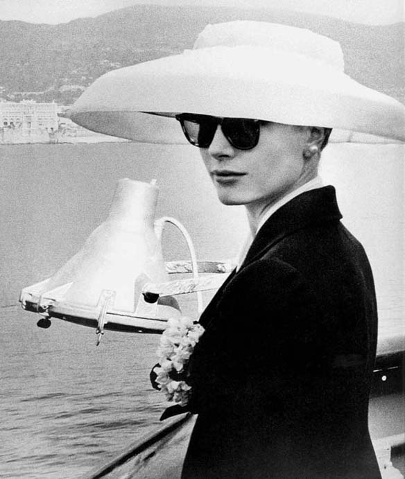 Grace Kelly w kapeluszu z szerokim rondem