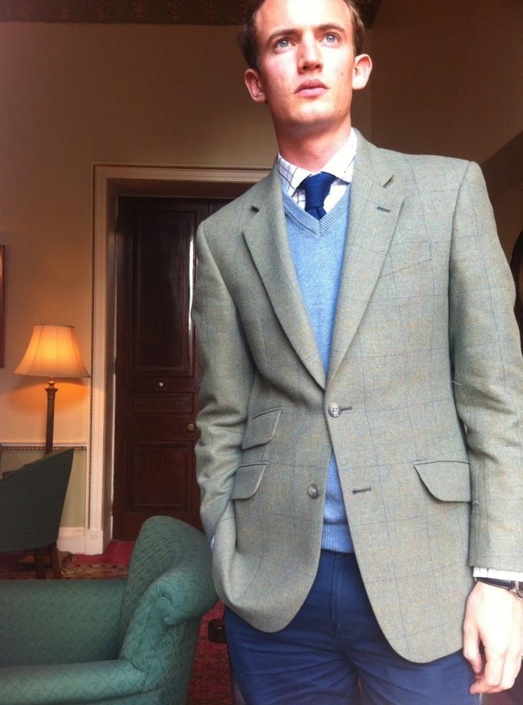 brzydki koleś w sack suit