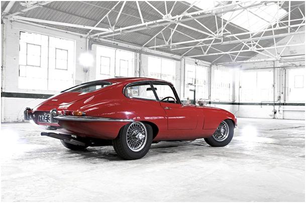 czerwony Jaguar E-Type