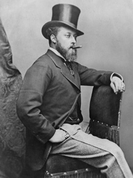 Edward VII palący cygaro