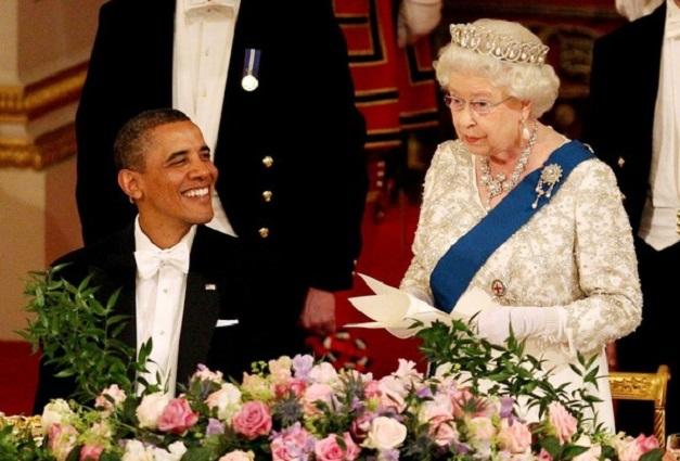 Królowa Elżbieta II i Barack Obama podczas bankietu w Pałacu Buckingham.