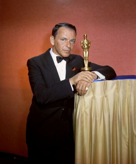 Frank Sinatra ze statuetką Oscara