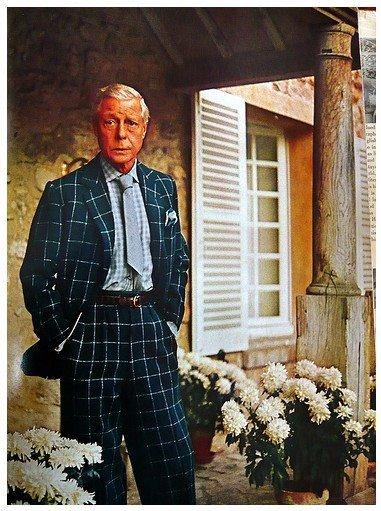Książę Windsoru w garniturze w kratę