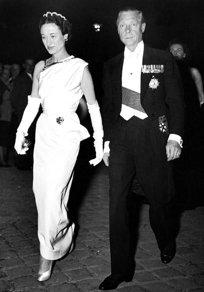 Książę Windsoru z żoną w strojach wieczorowych