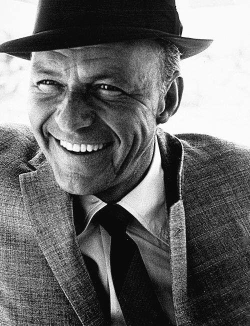 Uśmiechnięty Frank Sinatra