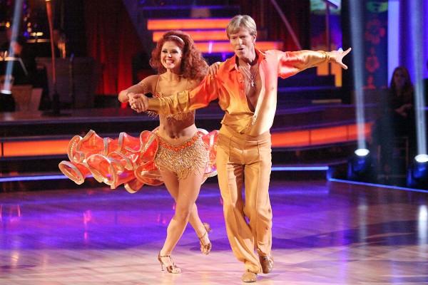 salsa tańczona przez uczestników Tańca z gwiazdami