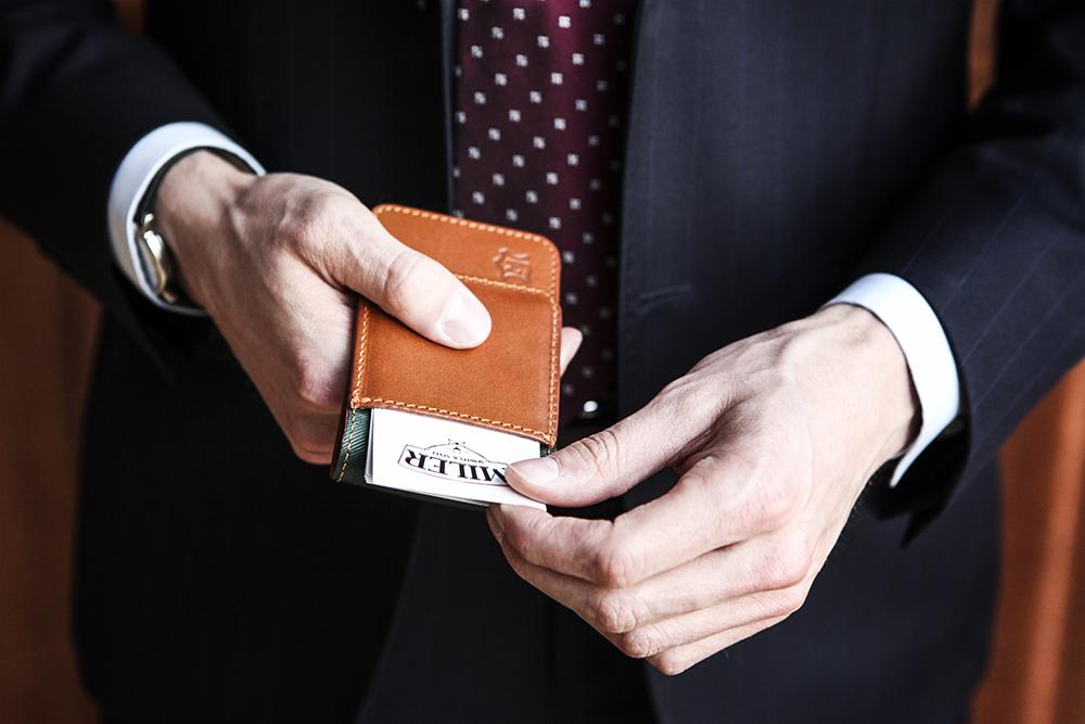 jak podawać wizytówkę: krok pierwszy