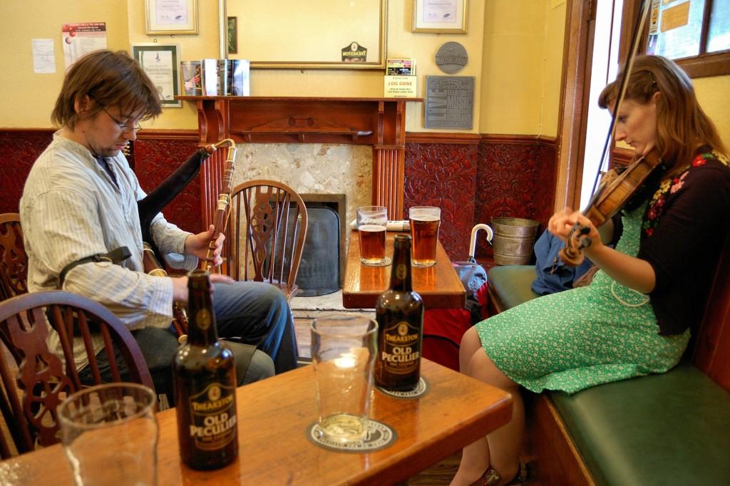 Spontaniczny koncert w pubie The Royal Oak.