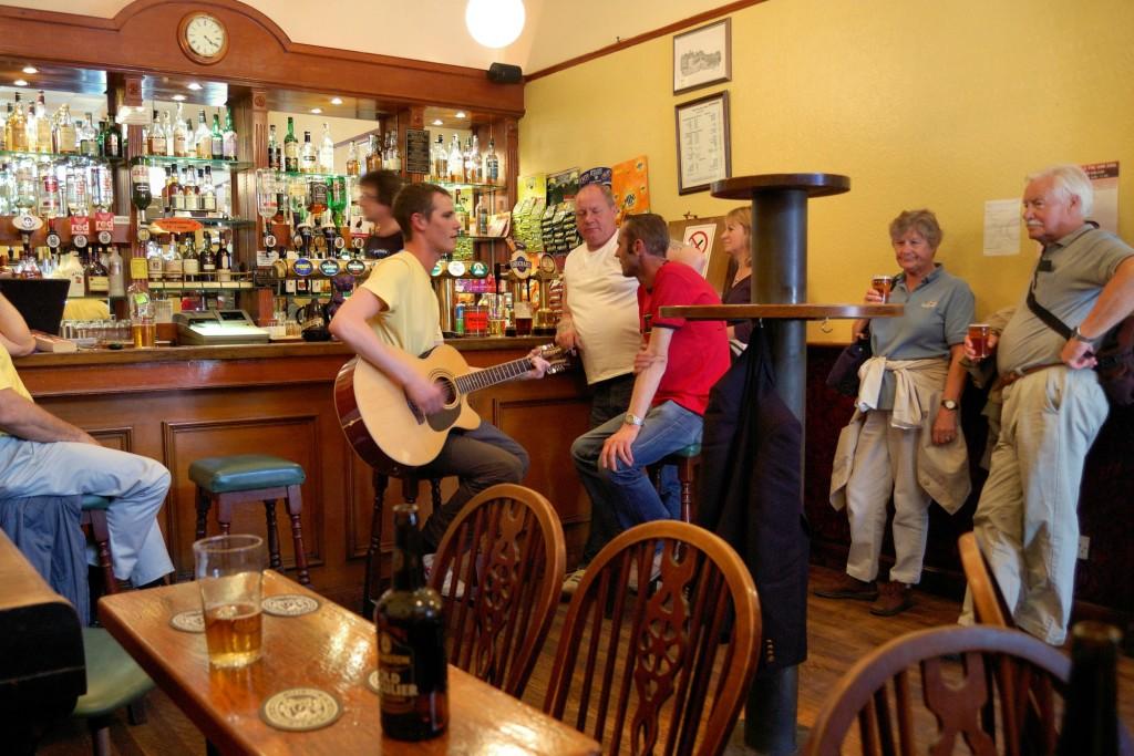 Wnętrze pubu The Royal Oak