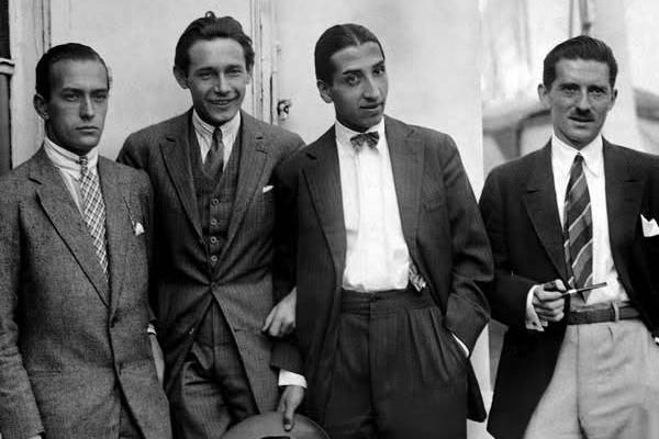 Czterech czołowych tenisistów Francji lat 20. i 30.: Jean Borotra, Jacques Brugnon, Henri Cochet i René Lacoste, nazywanych Czterema Muszkieterami.