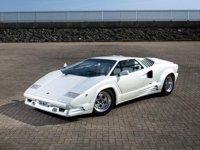 Lamborghini Countach białe