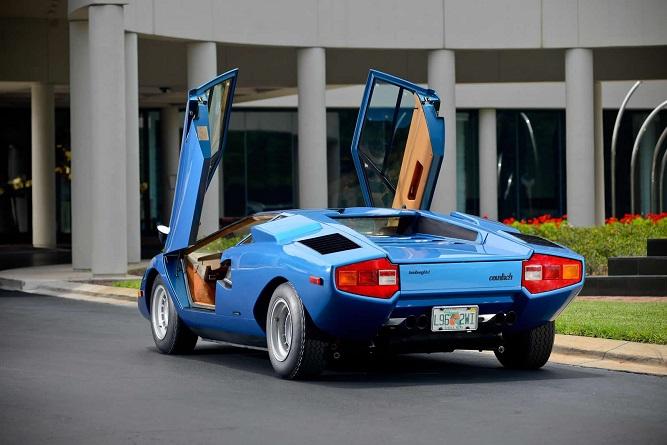 niebieski Lamborghini Countach