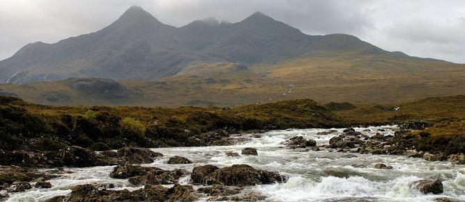 13 - Góry Black Cuillin i potok Sligachan na wyspie Skye. (1)