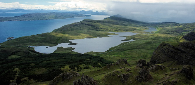 15 - Widok spod Old Man of Storr. Wyspa Skye. (1)
