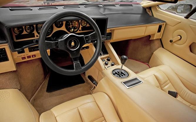 Lamborghini Countach - widok z wnętrza