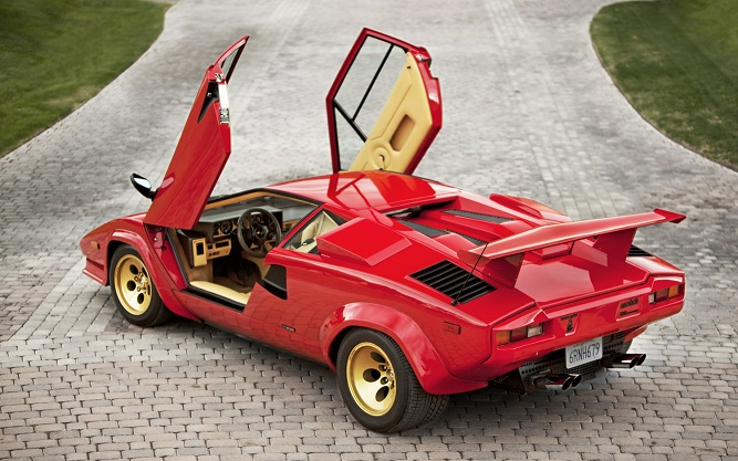 Lamborghini Countach z otwartymi drzwiami
