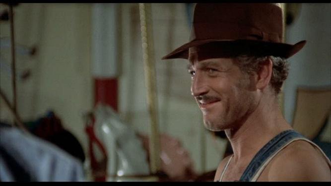 kadr z filmu Żądło: bohater w kapeluszu