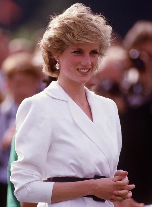 księżna Diana w białej marynarce