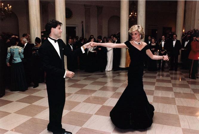 księżna Diana tańcząca z Johnem Travoltą