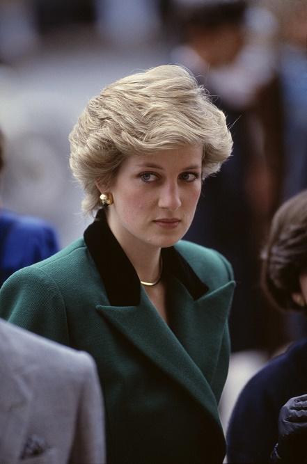 Księżna Diana w zielonym płaszczu