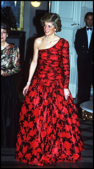 Księżna Diana w sukni wieczorowej