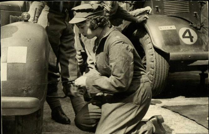 młoda Elżbieta w mundurze