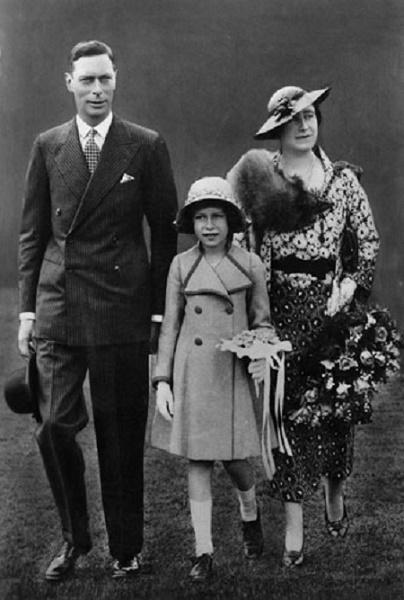młoda Elżbieta z rodzicami