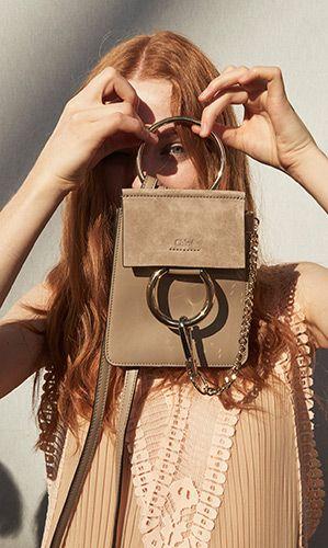 zaprojektowanie własnej torebki - pomysł na prezent dla kobiety
