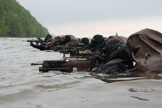 Żołnierze Formozy przeprowadzający szturm z wody