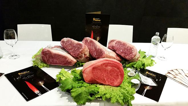 Kawałki mięsa z krów Kobe, które posiadają certyfikat Kobe Beef