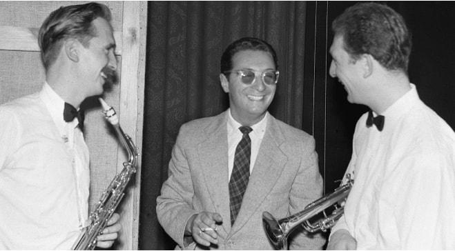 Tyrmand w otoczeniu muzyków Jazzowych