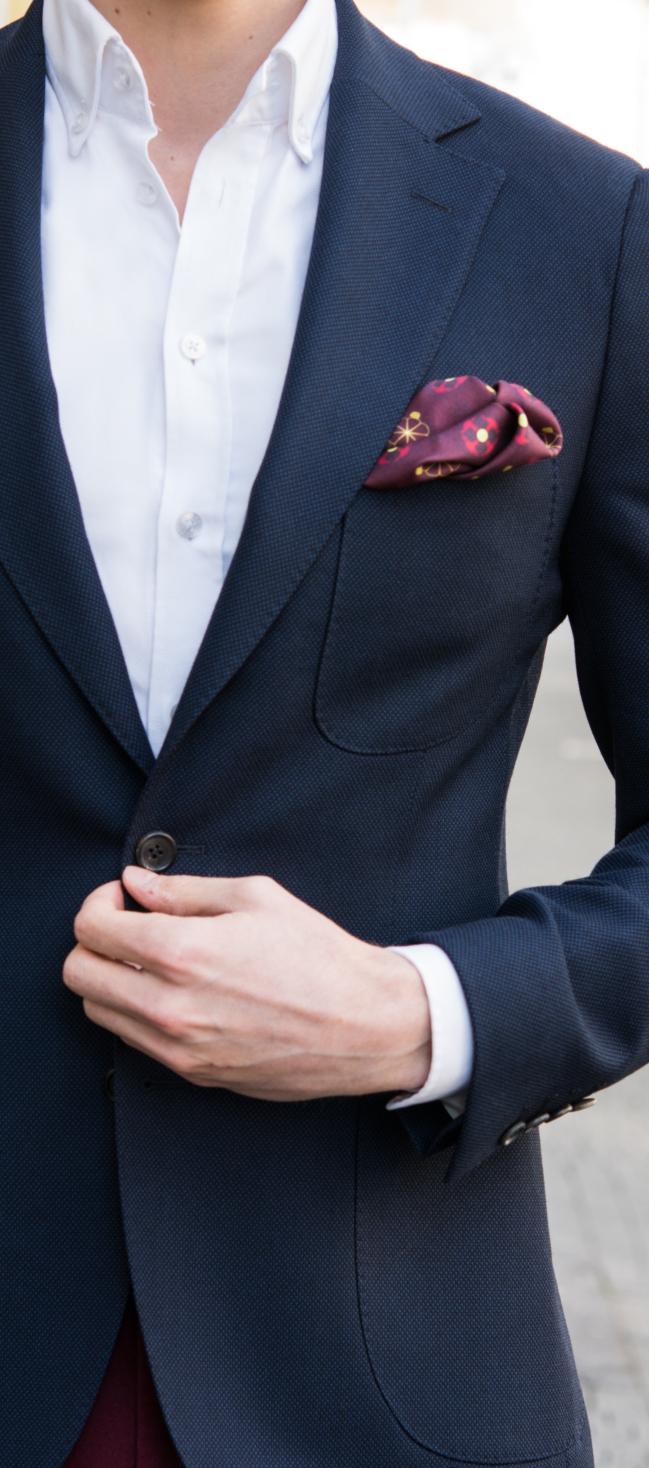 niebieski garnitur świetny na randkę